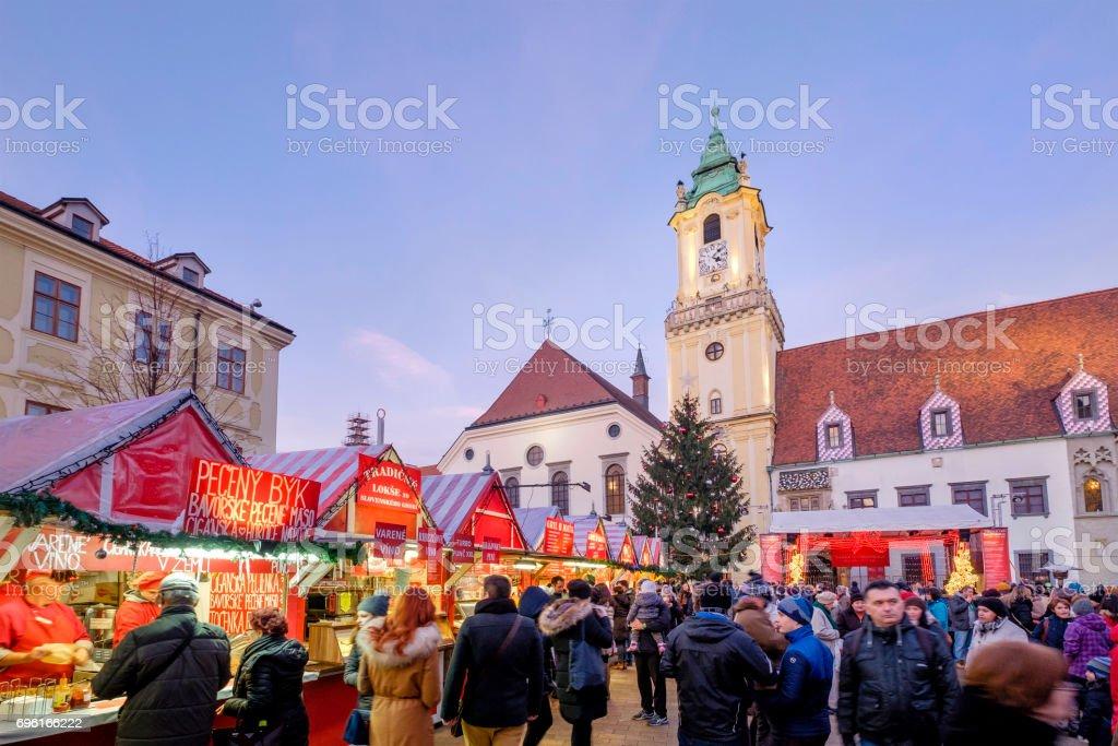 Zu Weihnachten, des Täufers beherrscht (Hauptplatz) Bratislava-Slowakei – Foto