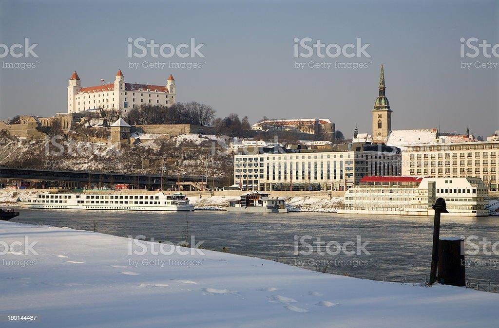 Bratislava-Schloss und Kathedrale im winter – Foto