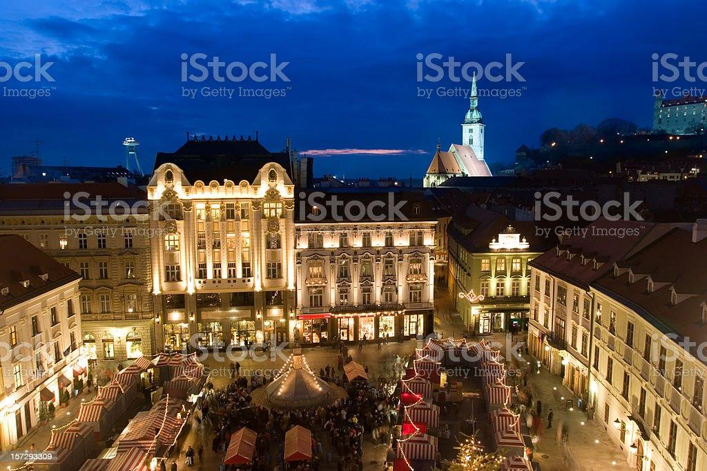 Bratislava Weihnachtsmarkt von oben – Foto