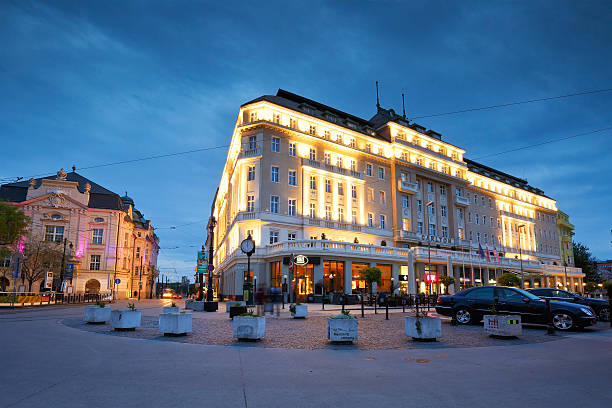 bratislava altstadt. - bratislava hotel stock-fotos und bilder