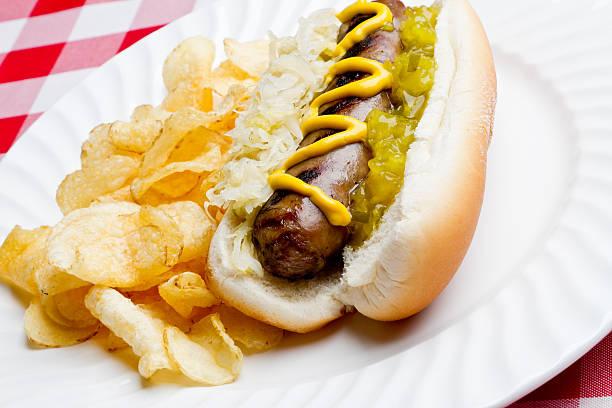bratwurst auf ein brötchen - bratwurst mit sauerkraut stock-fotos und bilder
