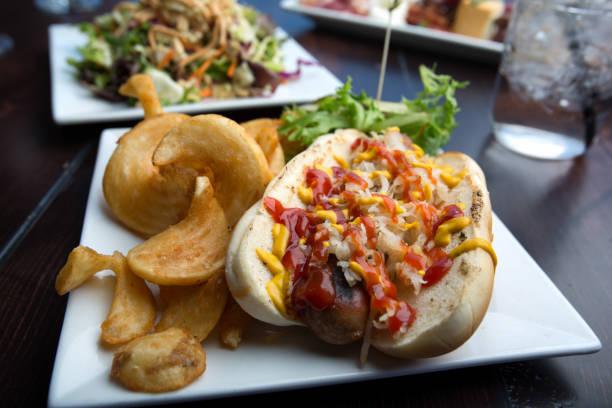 bratwurst-sandwich - bratwurst mit sauerkraut stock-fotos und bilder