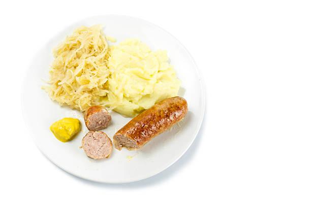 bratwurst mit sauerkraut, kartoffelpüree und mustardon einer platte - bratwurst mit sauerkraut stock-fotos und bilder