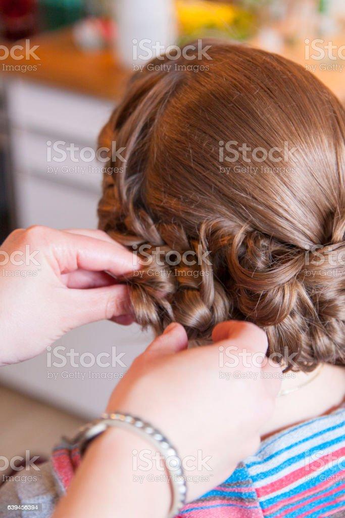 Braut beim Friseur stock photo
