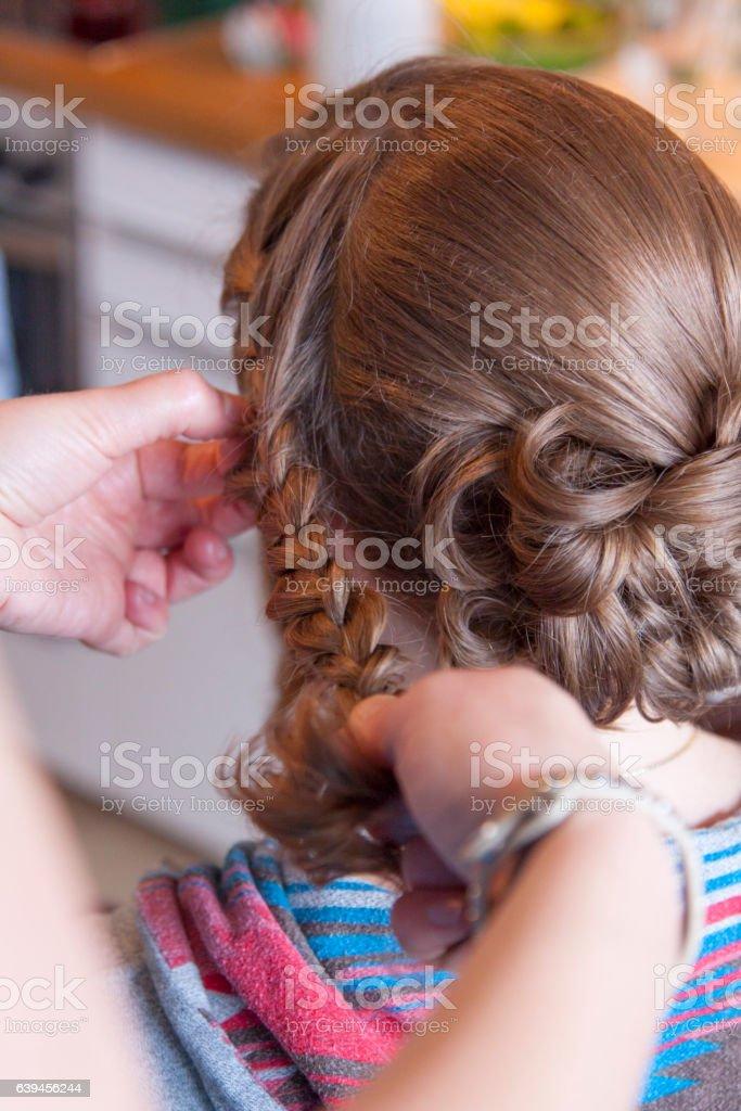 Braut ist beim Friseur – Foto