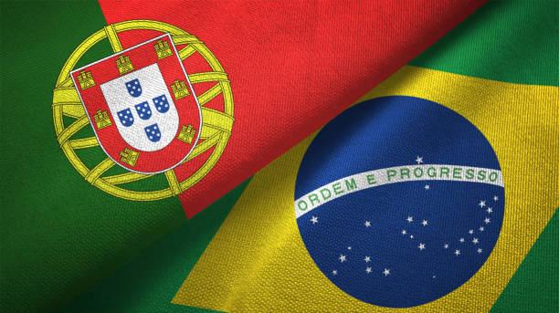 Brasil e Portugal duas bandeiras realations juntos têxtil pano tecido textura - foto de acervo