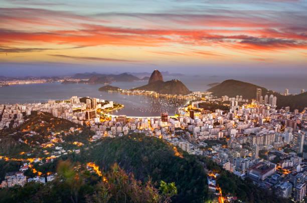 brazil rio de janeiro aerial view with guanabara bay and sugar loaf at night - бразилия стоковые фото и изображения