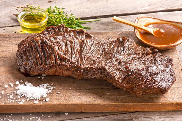 brazilian barbecue meat - vleesdelen stockfoto's en -beelden