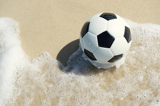 futebol brasileiro futebol de praia no the wave - futebol de areia - fotografias e filmes do acervo