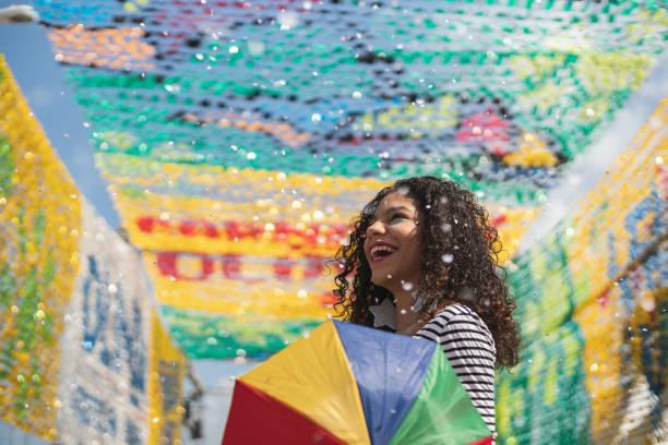 brasiliansk karneval - street dance bildbanksfoton och bilder