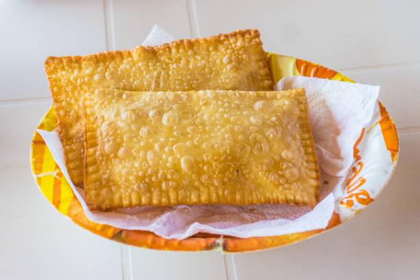 pastel de queijo brasileiro - pastel de feira - fotografias e filmes do acervo