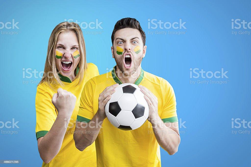 Brasileiro casal comemorar sobre Fundo azul - foto de acervo