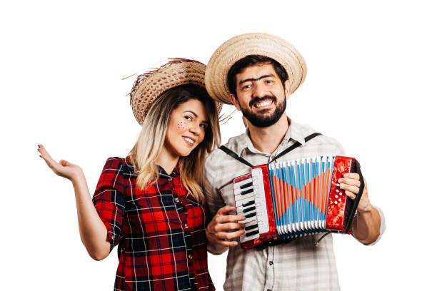 Brasilianisches Paar trägt traditionelle Kleidung für Festa Junina - Juni-Festival – Foto