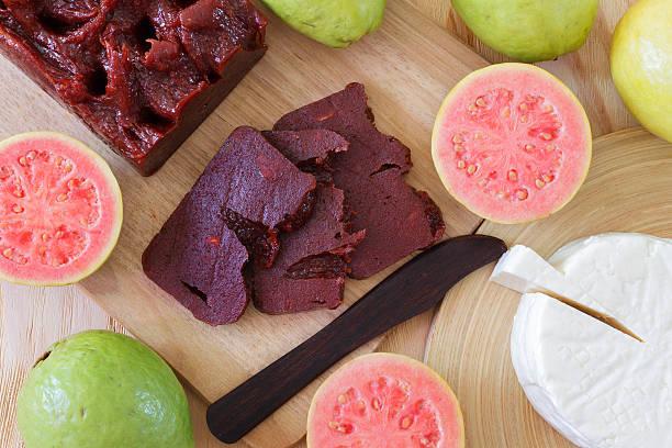 brasilianische dessert goiabada und minas käse - portugiesische desserts stock-fotos und bilder