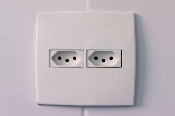 brésilienne prise électrique standard - prise électrique à trois fiches photos et images de collection