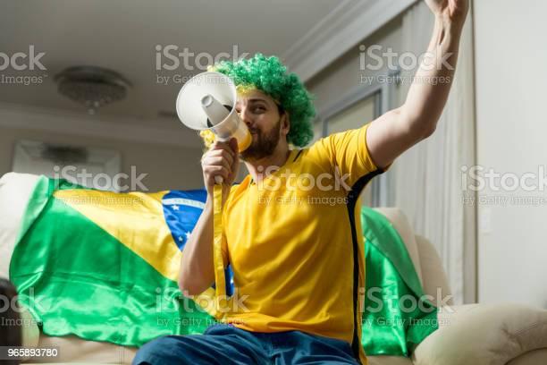 Braziliaanse Fan Vieren Thuis Stockfoto en meer beelden van Alleen mannen