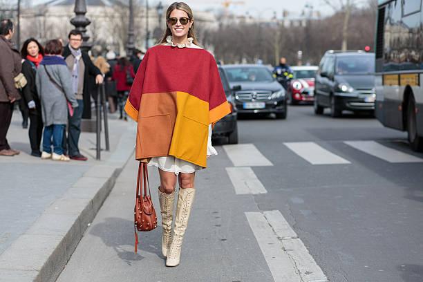 brazilian fashion blogger helena bordon in paris - street style stockfoto's en -beelden
