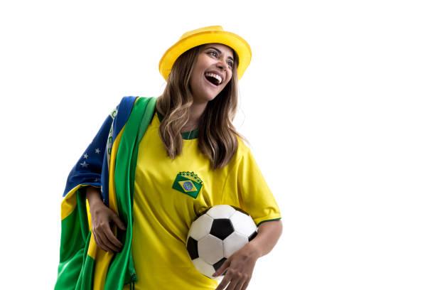 Fã do sexo feminino brasileiro comemorando em fundo branco - foto de acervo