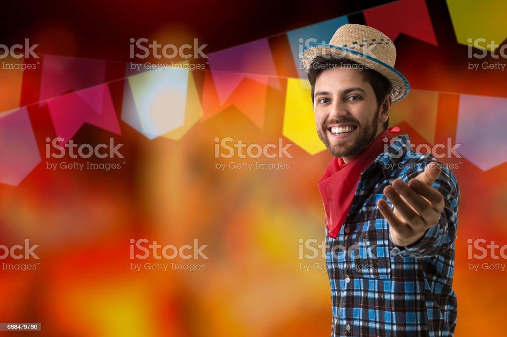 Homem brasileiro em traje de Festa Junina - foto de acervo