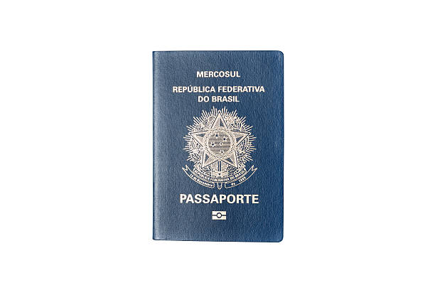Brasileño pasaporte aislado sobre fondo blanco - foto de stock