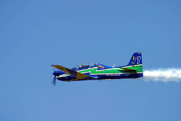 Brasileiro fumaça Squadron Esquadrilha da Fumaca T-27 Tucano em ação - foto de acervo