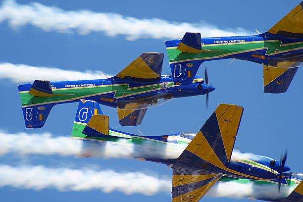 Brasileiro fumaça Squadron Esquadrilha da Fumaca T-27 Tucanos em ação - foto de acervo