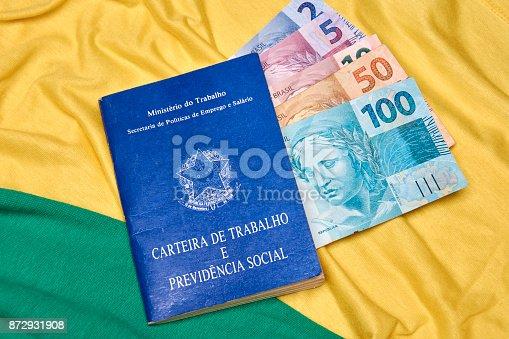 872976132 istock photo Brazilian social security document and brazilian money 872931908