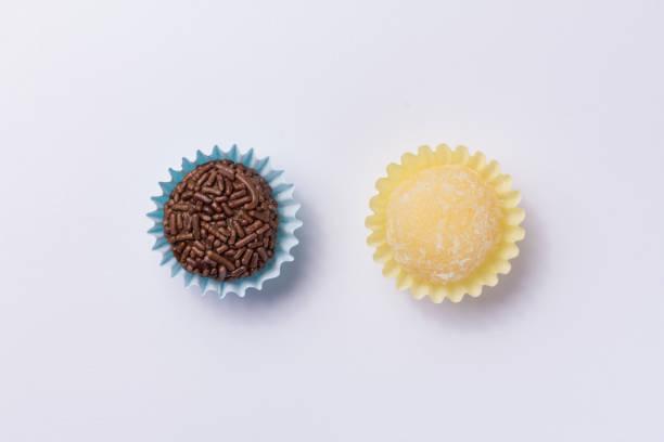 brazilian sweets: beijinho and brigadeiro. children birthday parties. flat lay design of candy ball. macro, close up. - kiss стоковые фото и изображения