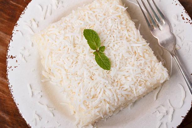 brazilian traditional dessert: sweet couscous (tapioca) pudding - kokoskuchen stock-fotos und bilder