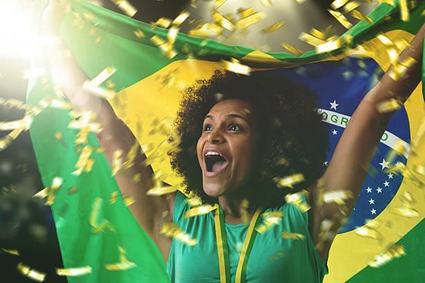 Brazilian woman celebrating in the stadium - foto de acervo