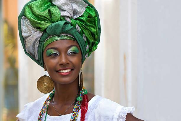 Brasileño mujer disfrazado de vestimenta Baiana tradicional, Salvador, Bahia, Brasil - foto de stock