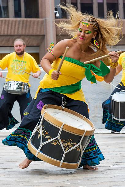 brazilica 2016 samba drummer - sambatrommeln stock-fotos und bilder