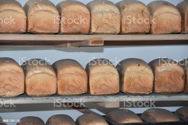 Хлебозавод — стоковые фотографии и другие картинки Батон