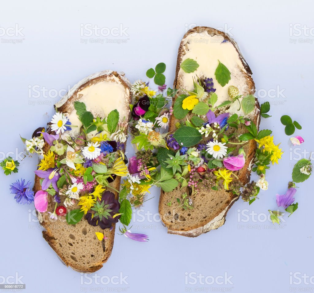 Bread buttered in flower decoration - foto stock