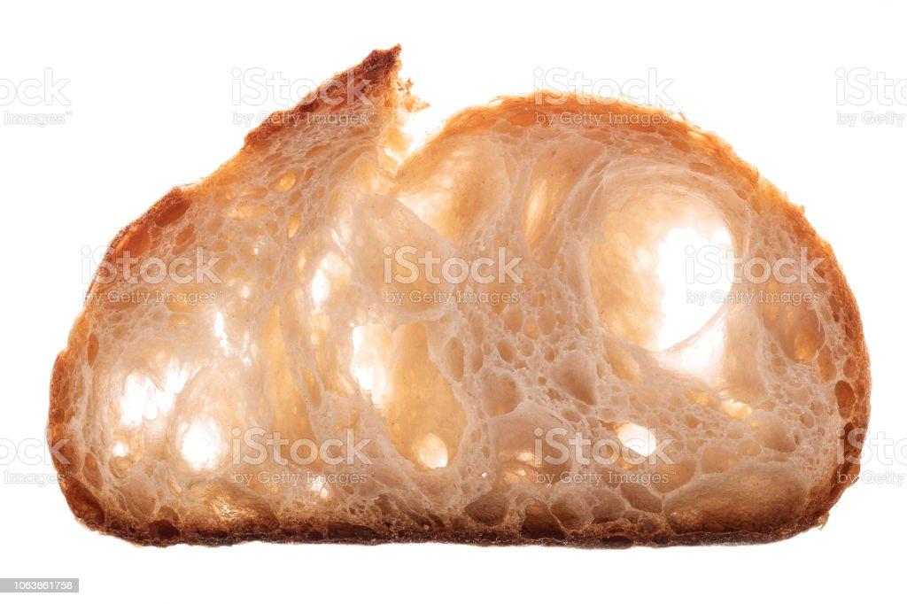 Frisch gebackenes Brot. Sourdoug Brotscheibe auf weißem Hintergrund – Foto