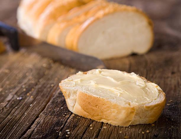 bread on wood - tereyağı stok fotoğraflar ve resimler