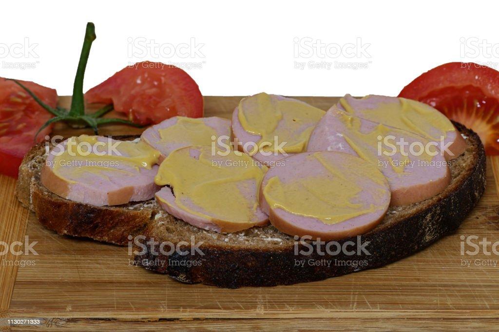 Brot mit Fleischwurst und Senf – Foto