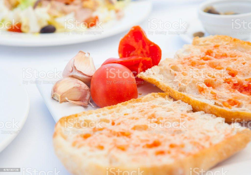 Ekmek sıkılmış domates ve sarımsak ile royalty-free stock photo