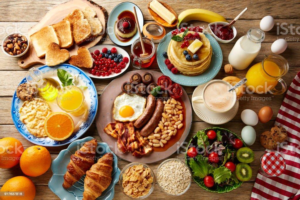 Frühstück Buffet Komplettes Kontinentales Und Englisch Stock ...