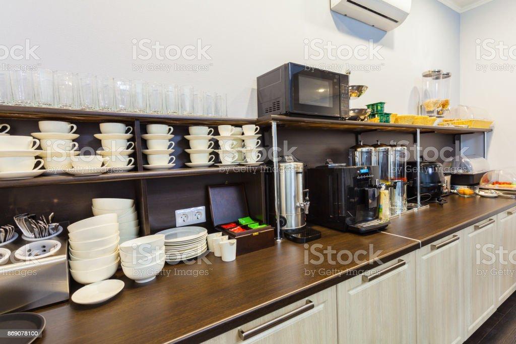 Petit déjeuner buffet à l'hôtel (motel) ou auberge en un self-service. - Photo