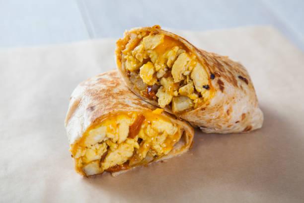 frühstück burrito - frühstück stock-fotos und bilder