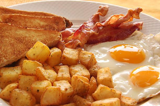 frühstückseier - haschee stock-fotos und bilder