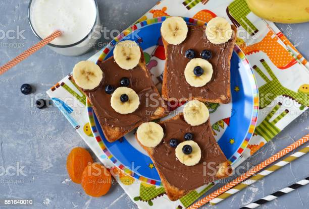 Breakfast for children toast with chocolate paste banana and berries picture id881640010?b=1&k=6&m=881640010&s=612x612&h=hyrl8gzr7cjbukc4hnuilmqy8hstqywtprzwzvdys g=
