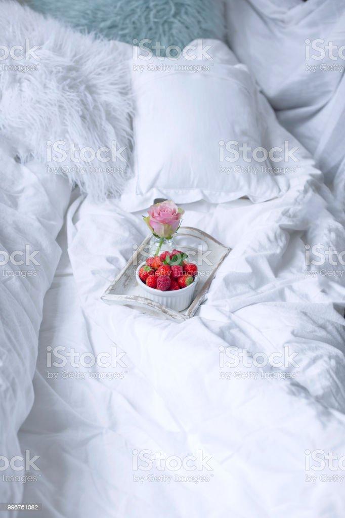 Frühstück Im Bett Blumen Romantik Und Guten Morgen