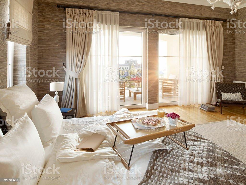 Prima colazione a letto fotografie stock e altre - Colazione a letto immagini ...