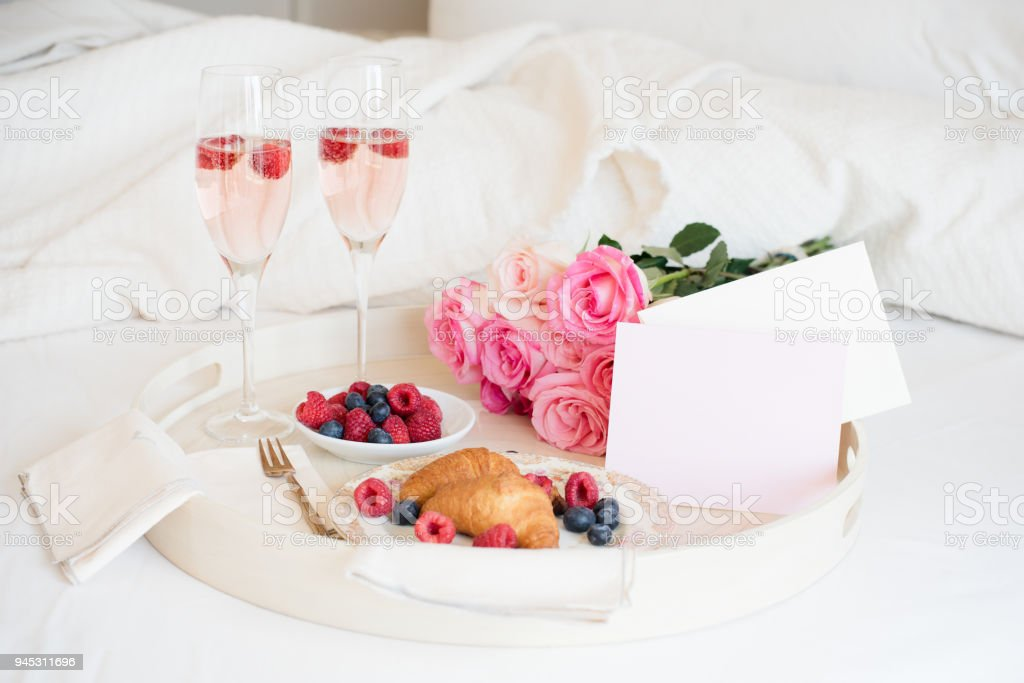 Frühstück im Bett  – Foto