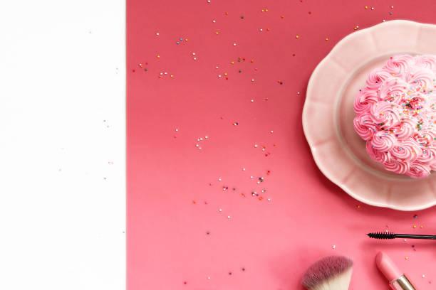 frühstück in eitelkeit - make up torte stock-fotos und bilder
