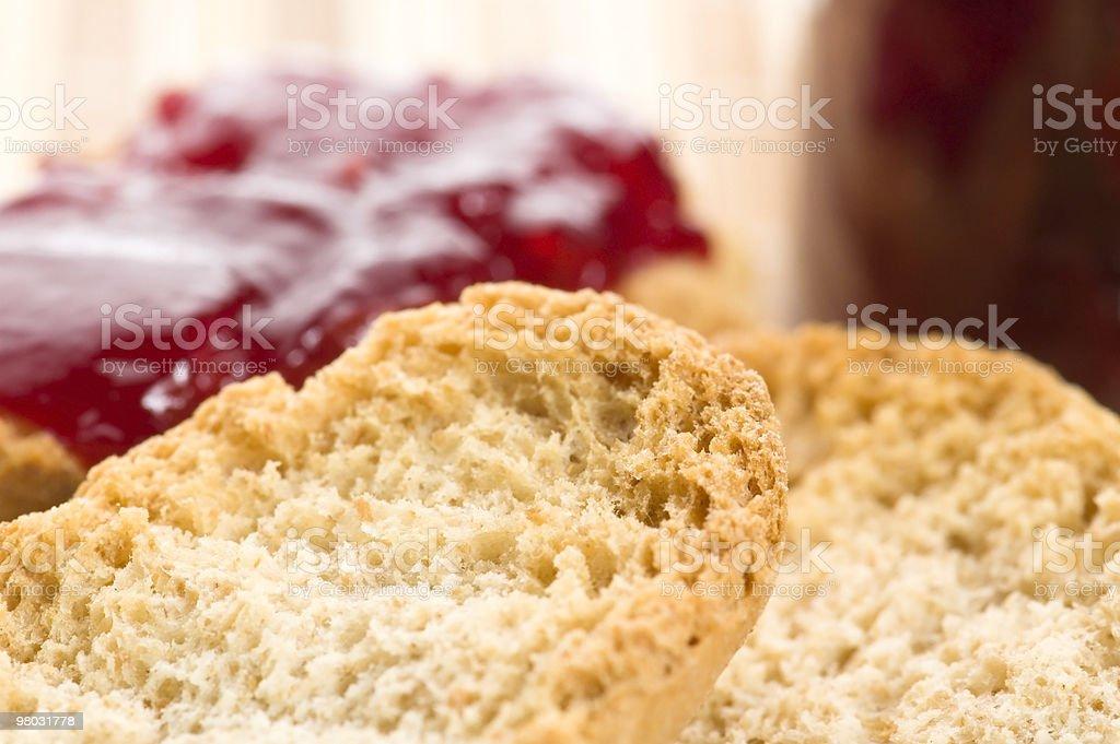 Prima colazione di Marmallata di ciliege su pane tostato foto stock royalty-free