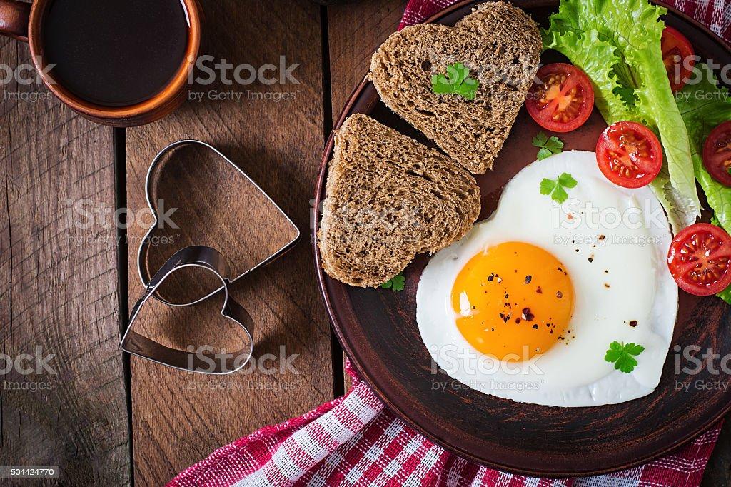 Frühstück am Valentinstag-Spiegeleier – Foto