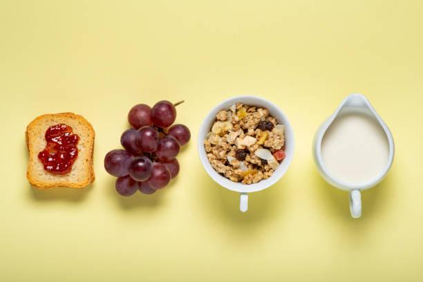 breakfast - fette biscottate foto e immagini stock